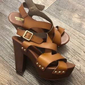 Mossimo tan brown gold strappy chunky heels 8.5